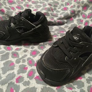 Nike Shoes - Nike huaraches size 4 (preschool)